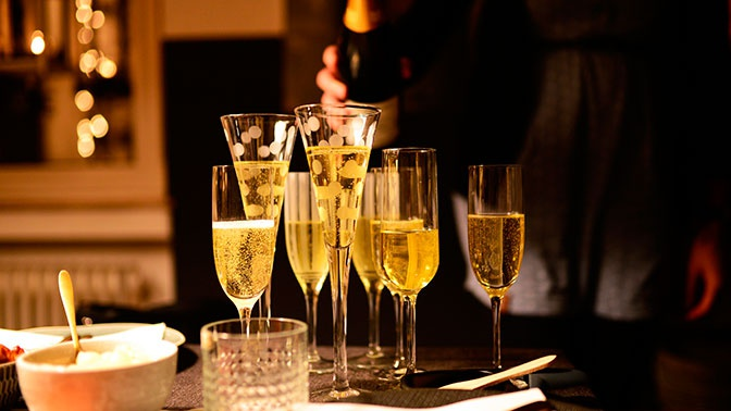 Россиян предупредили о вреде шампанского в Новогоднюю ночь