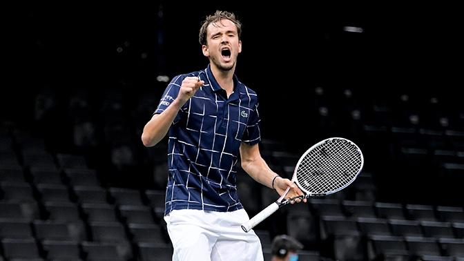 Медведев впервые обыграл Надаля и вышел в финал Итогового турнира АТР