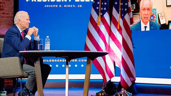 Носки Байдена привлекли внимание на встрече с журналистами