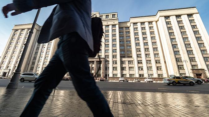 Госдума приняла закон о приостановке индексации окладов госслужащих в 2021 году