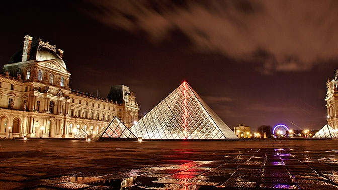 Лувр впервые в истории выставит на аукционе уникальные услуги
