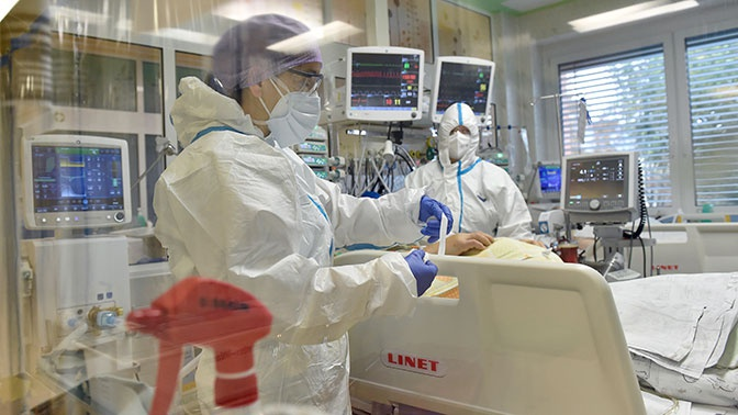 ВОЗ отметила первое снижение случаев COVID-19 в Европе