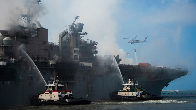 ВМС США отправят на слом сгоревший в Сан-Диего десантный корабль