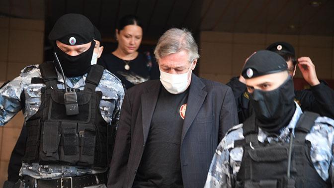 «Не могу простить себя»: Ефремов написал письмо жене погибшего в ДТП Сергея Захарова