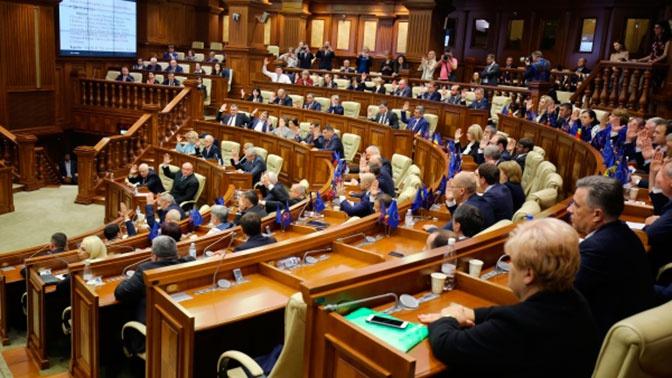 Парламент Молдавии ограничил полномочия президента