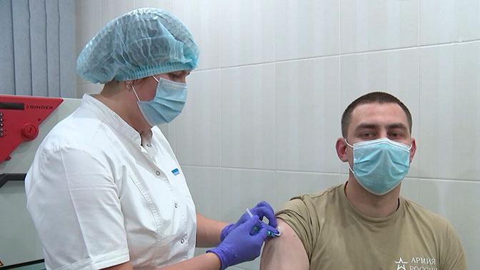 Полторы тысячи прививок в день: как проходит вакцинация против COVID-19 в Вооруженных силах РФ
