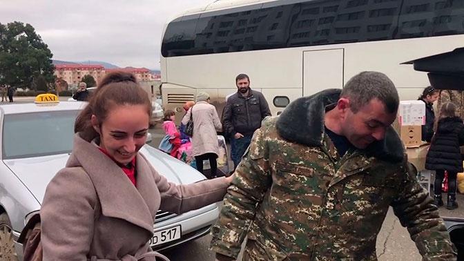 Более тысячи беженцев вернулись в Карабах под контролем российских миротворцев