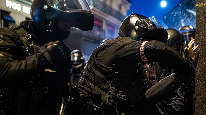 В Париже возобновились столкновения между погромщиками и полицией