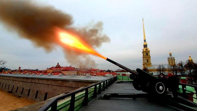 Чубайс выстрелил из гаубицы на Петропавловской крепости