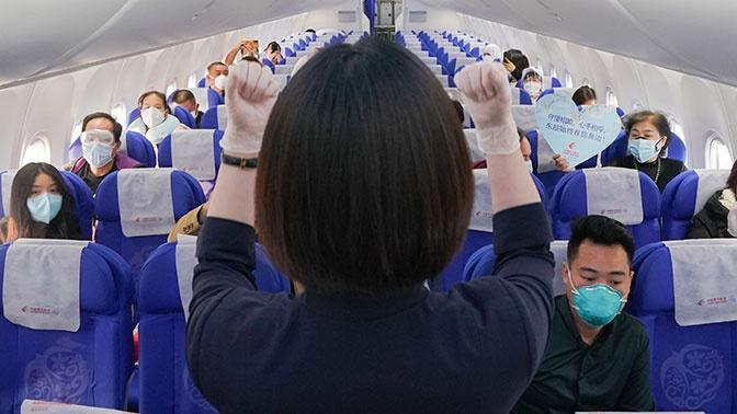 Китайским бортпроводникам предложили надевать на борт подгузники