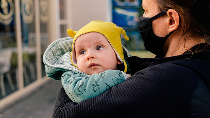 Гинцбург заявил, что антитела к COVID-19 могут передаваться через материнское молоко