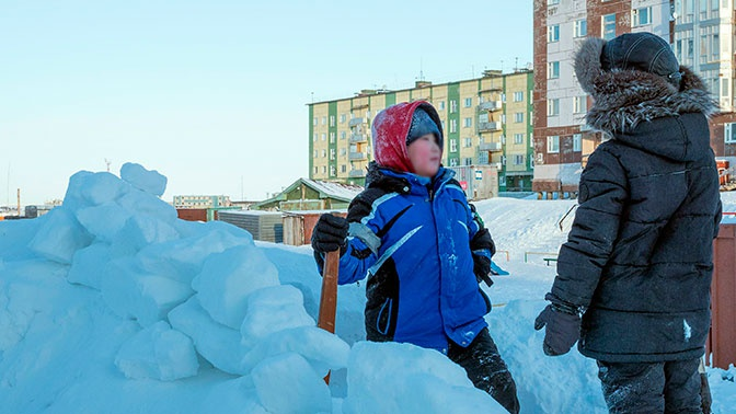 Гуляющие в 48-градусный мороз якутские школьники повергли британцев в шок