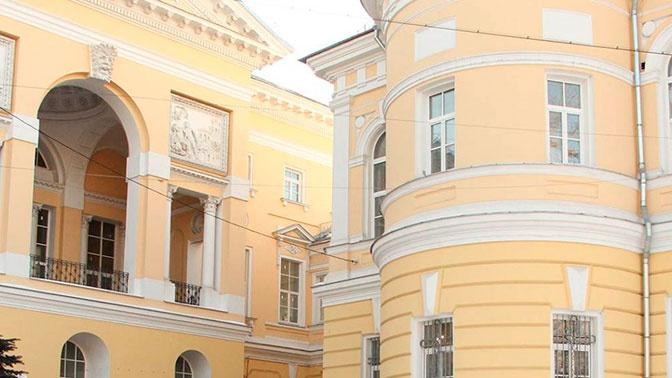 Пациент ранил ножом двух медсестер в реанимации московской больницы