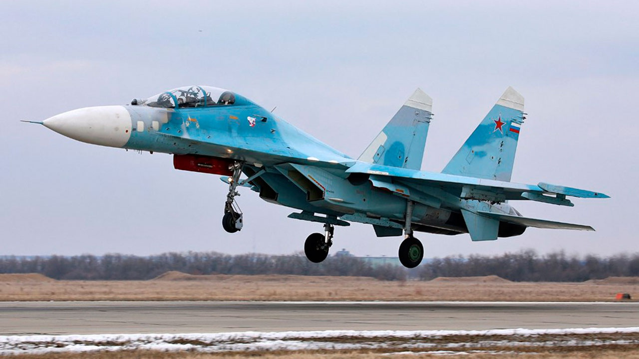 Пилоты Су-27 успешно отразили «вторжение» на учениях в небе над Калининградской областью