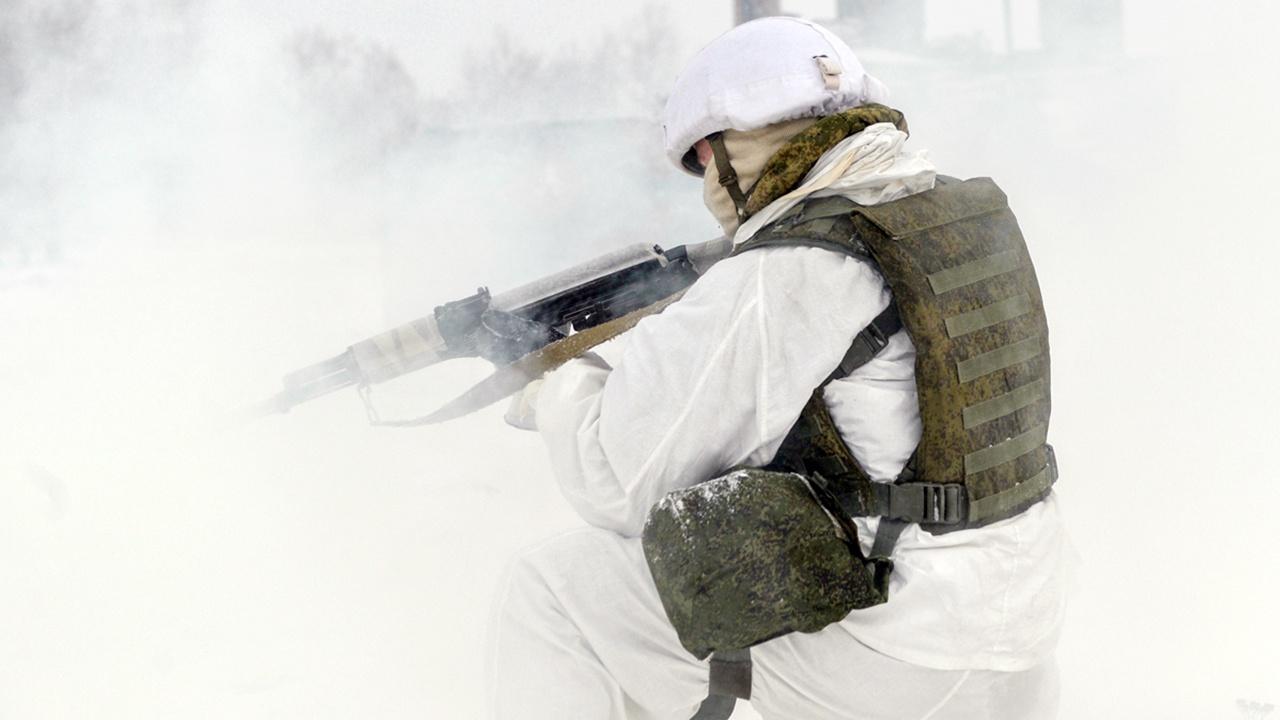 Гонки на бронетранспортерах и огневая подготовка: завершился большой полевой выход мотострелков и танкистов ЗВО