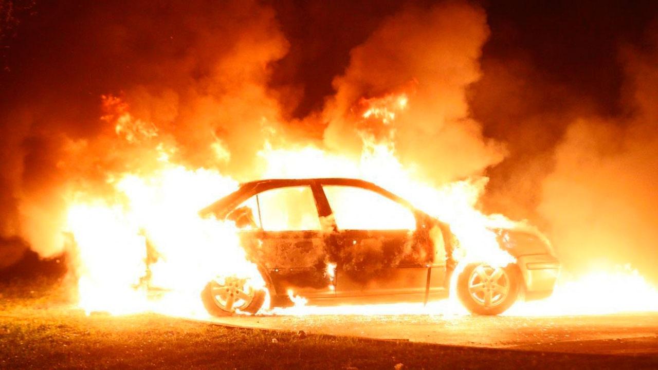 В Страсбурге хулиганы сожгли десятки автомобилей на Новый год