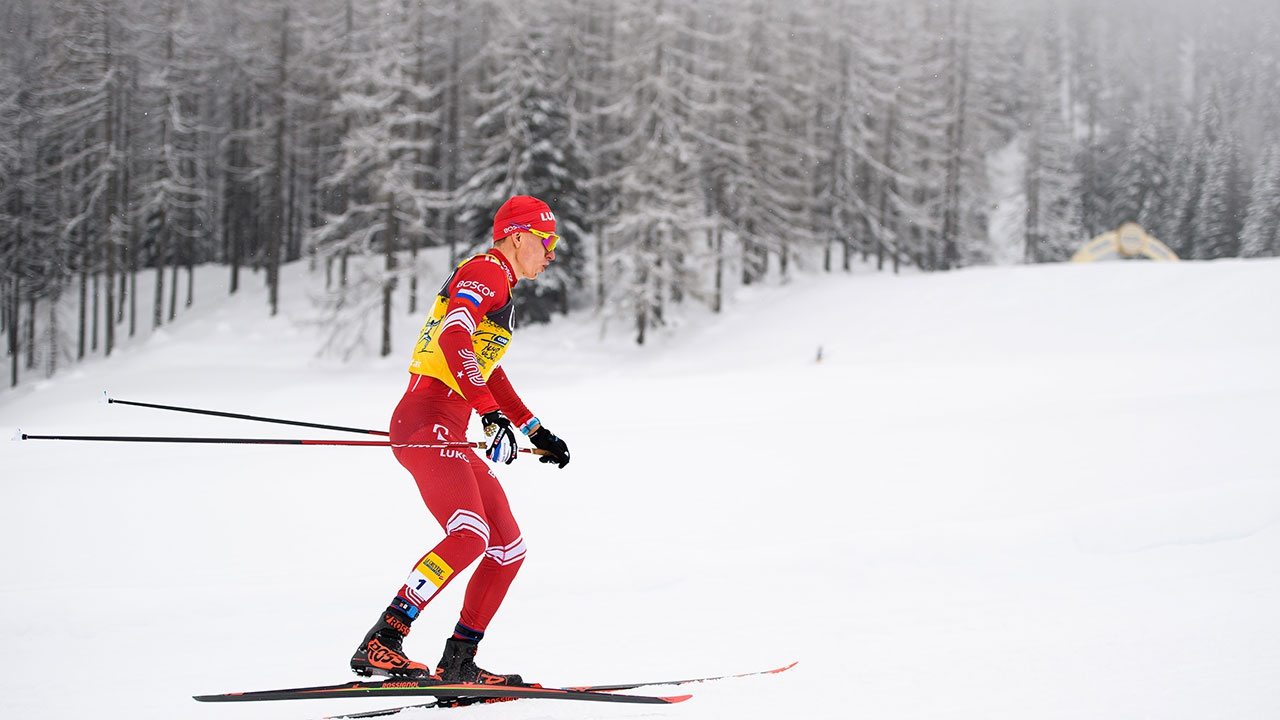 Российский лыжник Большунов выиграл гонку преследования на «Тур де Ски»