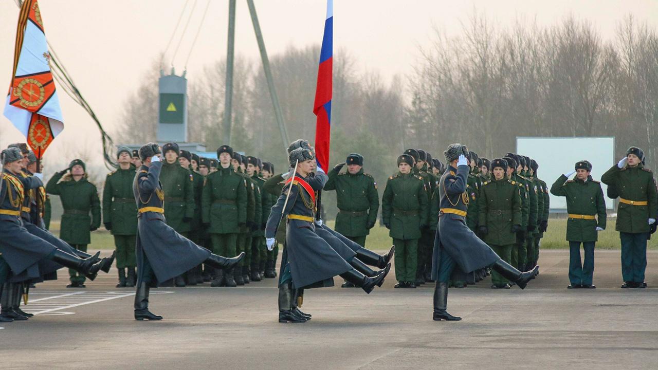 Мотострелкам Краснознаменной общевойсковой армии ЗВО вручили Боевое знамя нового образца