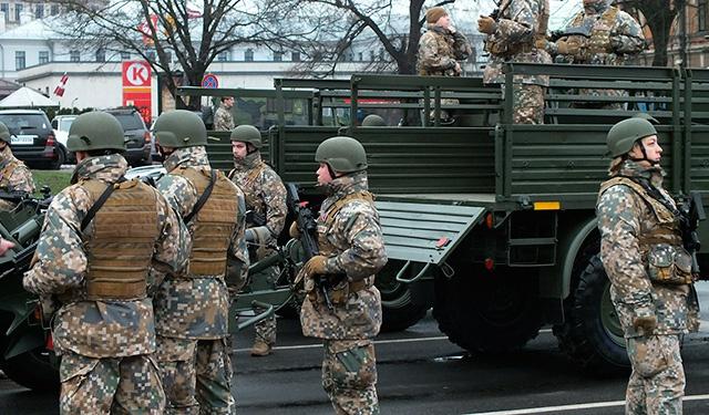 Военнослужащие НАТО в Латвии заразились COVID-19