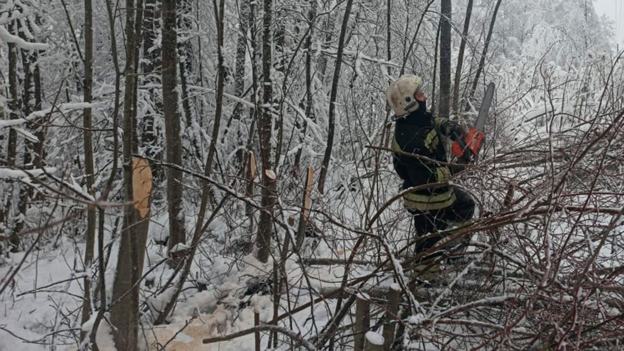 Около 800 человек заняты восстановлением энергоснабжения в Тверской области
