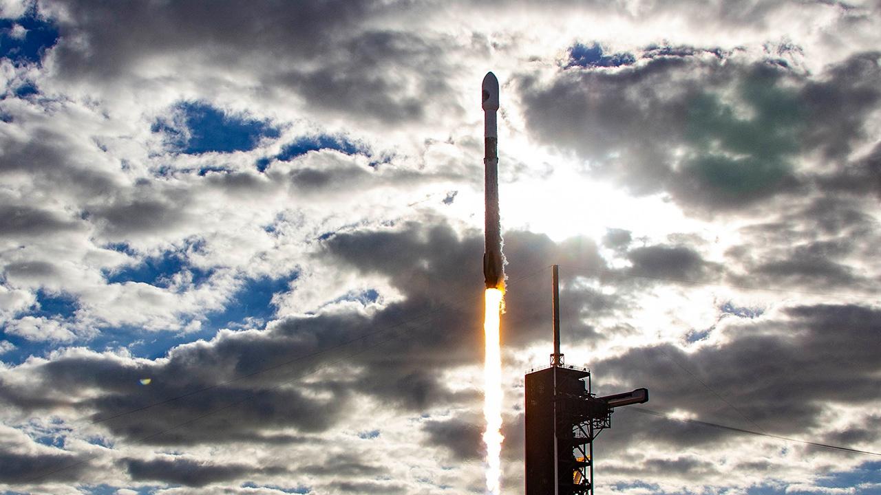 SpaceX провела запуск ракеты-носителя с турецким спутником связи
