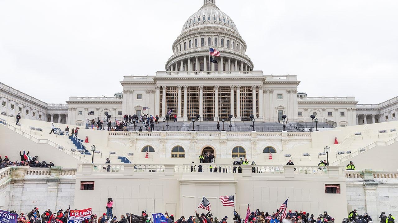 Напротив Капитолия началась подготовка к инаугурации президента Америки