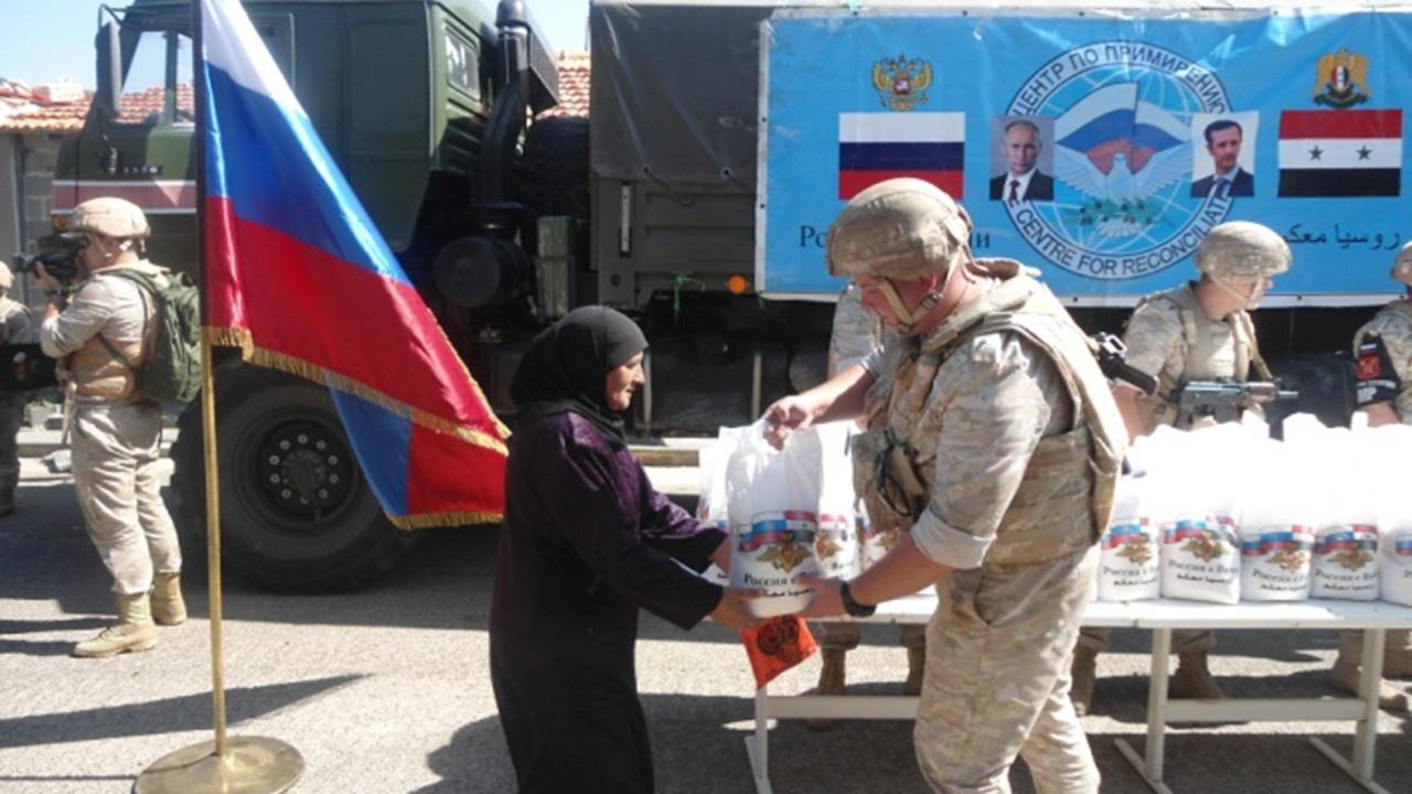 Российские военные передали жителям Сирии более трех тонн продуктов