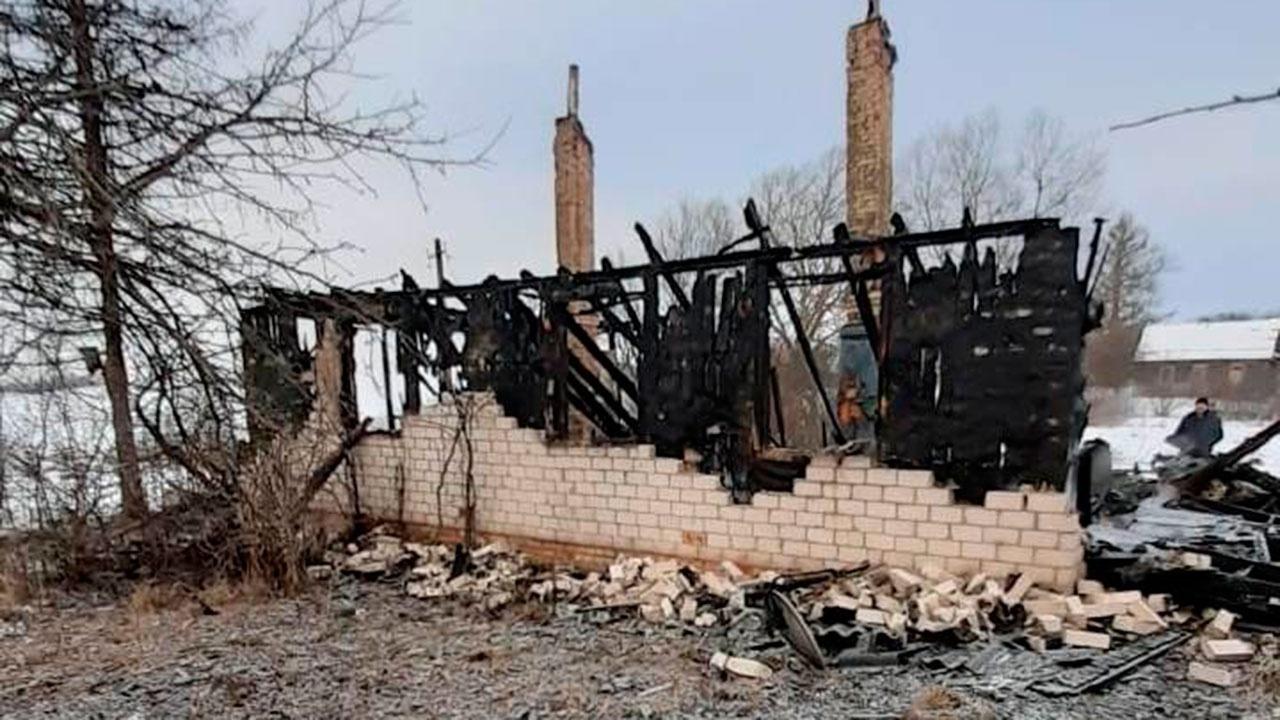Выдвинута версия причины пожара под Псковом с пятью погибшими
