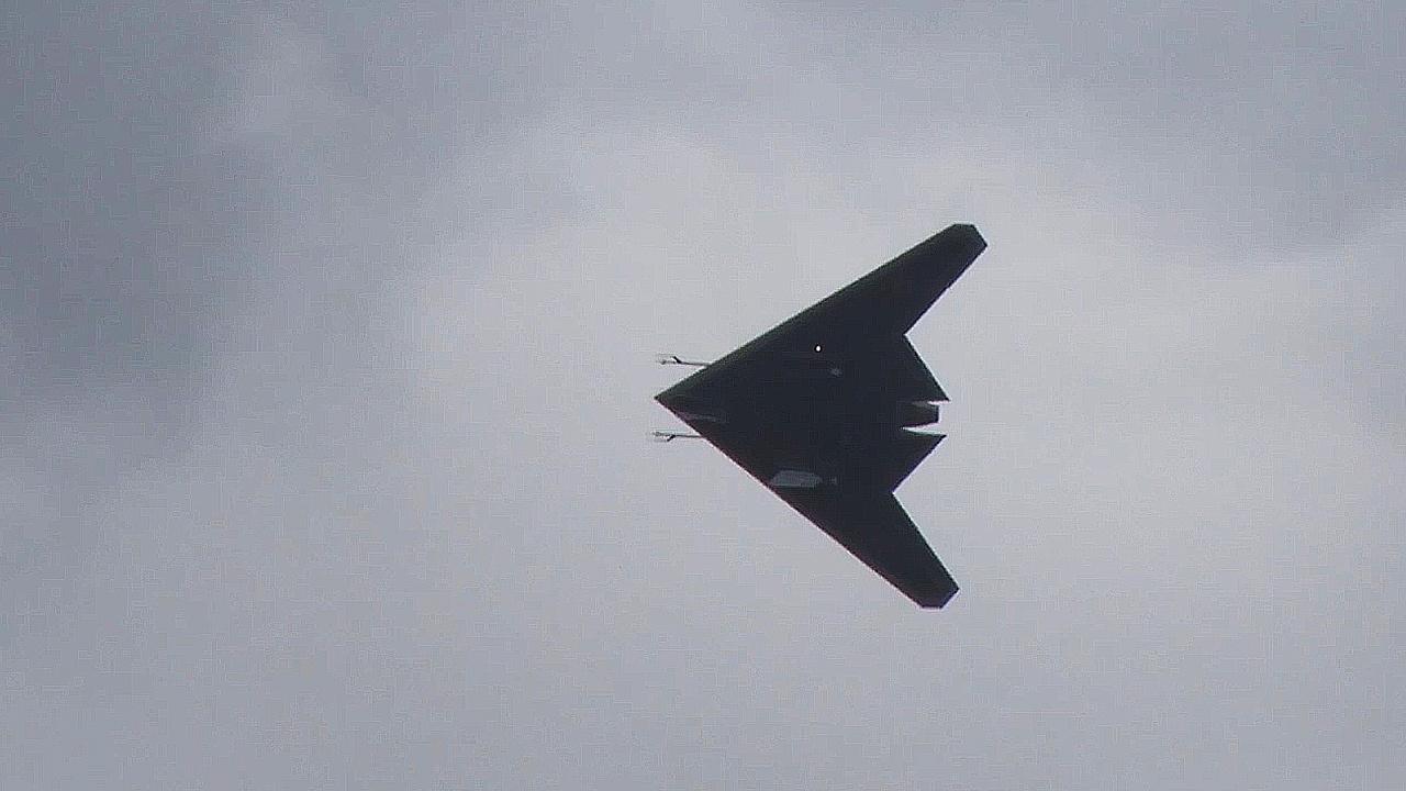Беспилотник С-70 «Охотник» атаковал наземную полигонную мишень