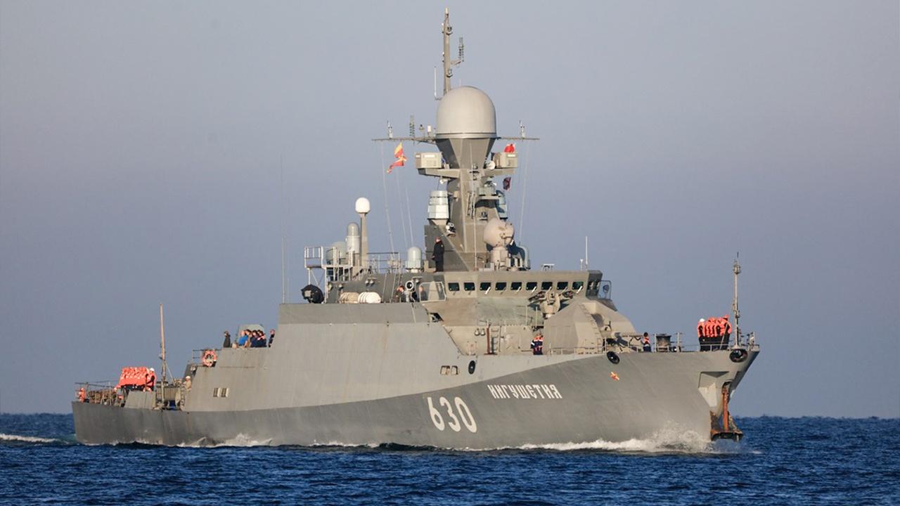 Артиллерийская стрельба, гранатометание и электронные пуски: МРК «Ингушетия» провел учения в Черном море
