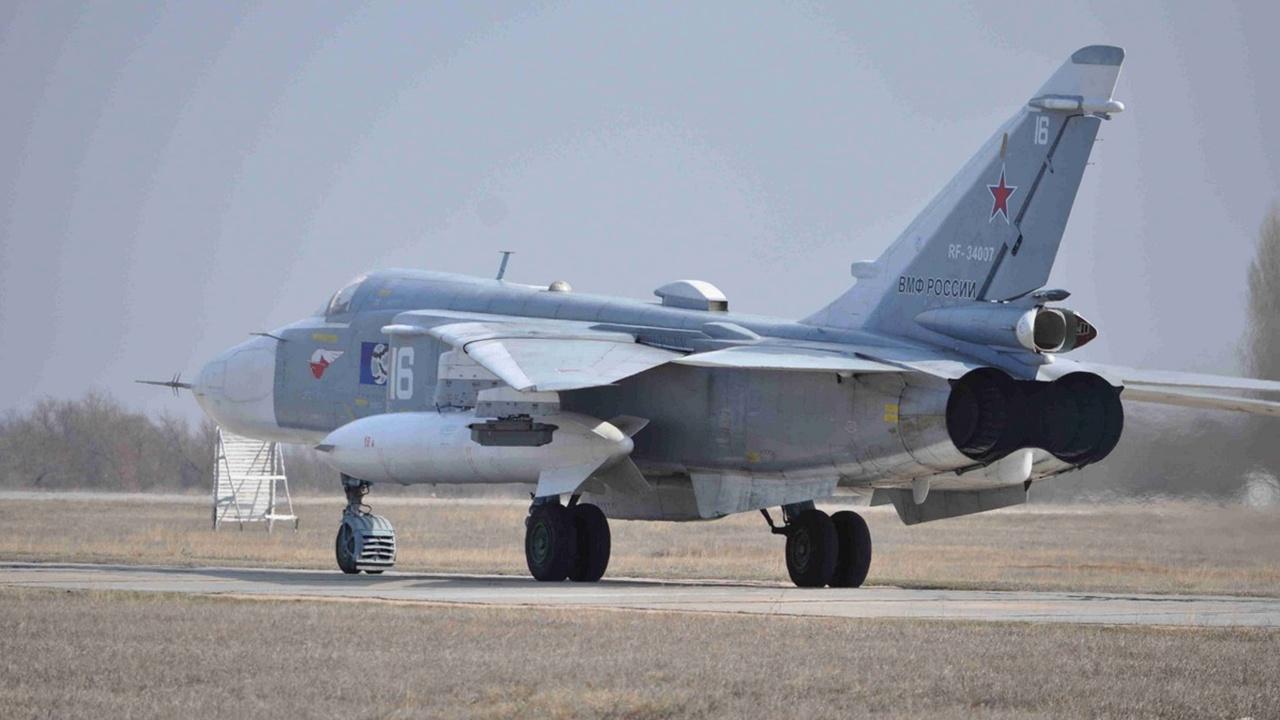 Крымское небо: летчики Су-30СМ и экипажи Су-24М Черноморского флота отработали полеты в сложных условиях