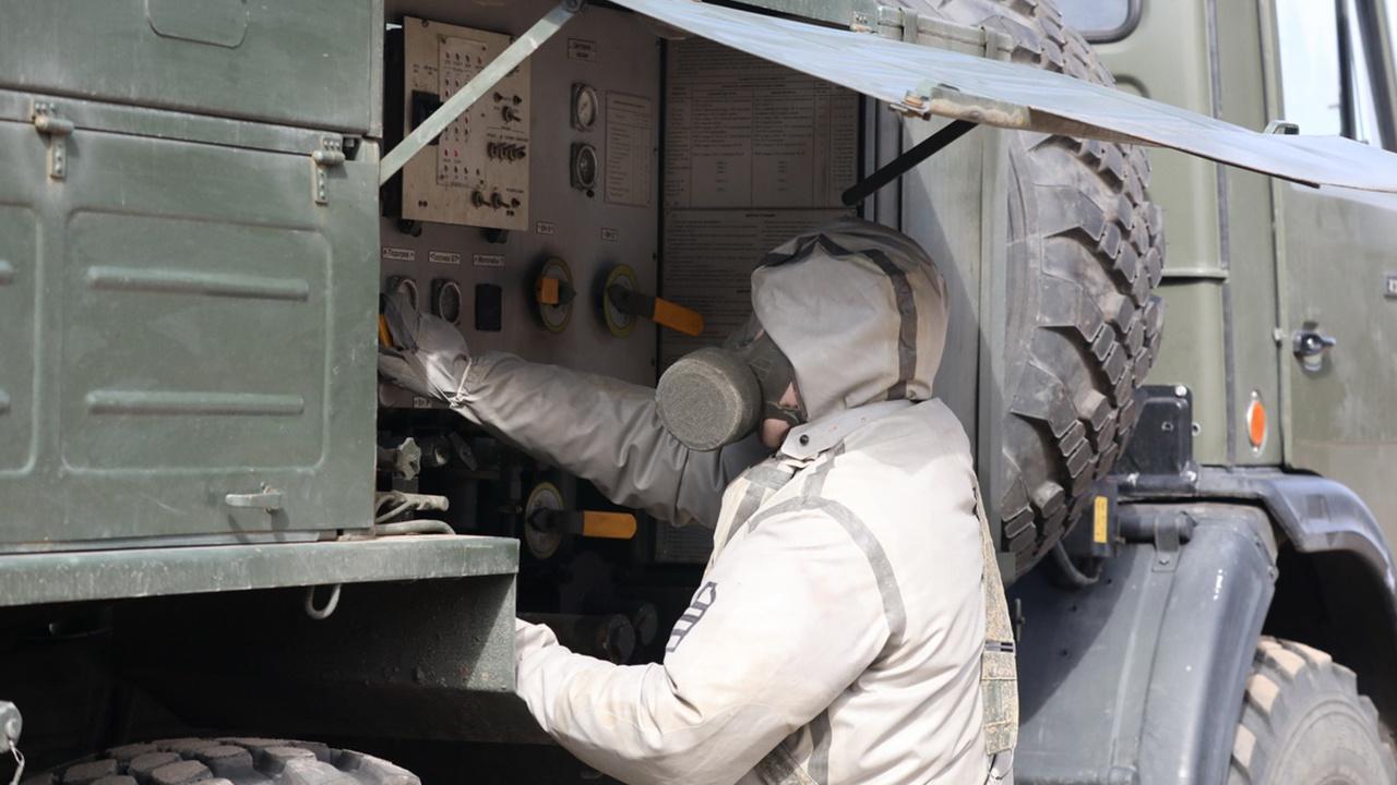 Специалисты РХБЗ ликвидировали очаг поражения «химоружием» в Ленобласти
