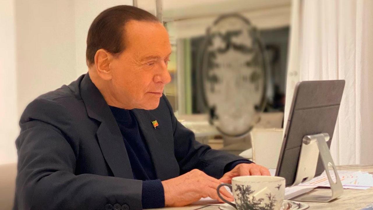 СМИ сообщили о госпитализации экс-премьера Италии Сильвио Берлускони
