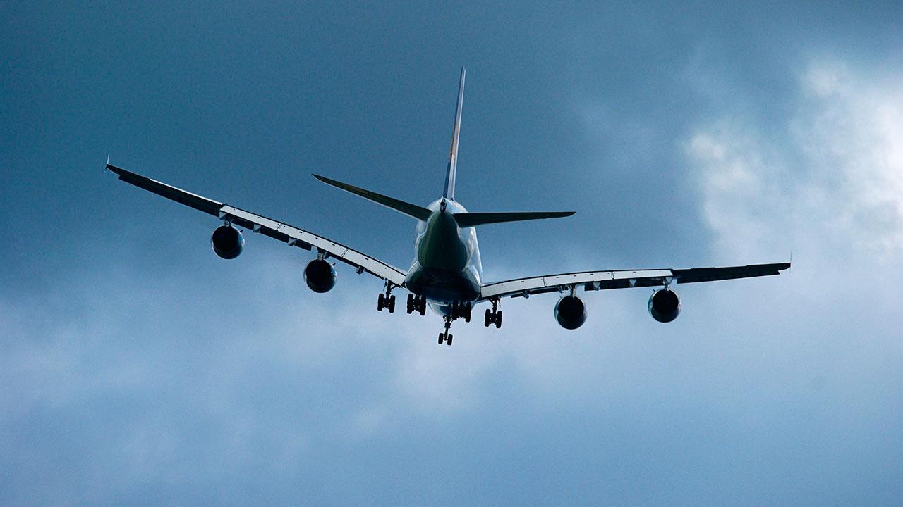 Самолет с неисправностью готовится к аварийной посадке в Пулково