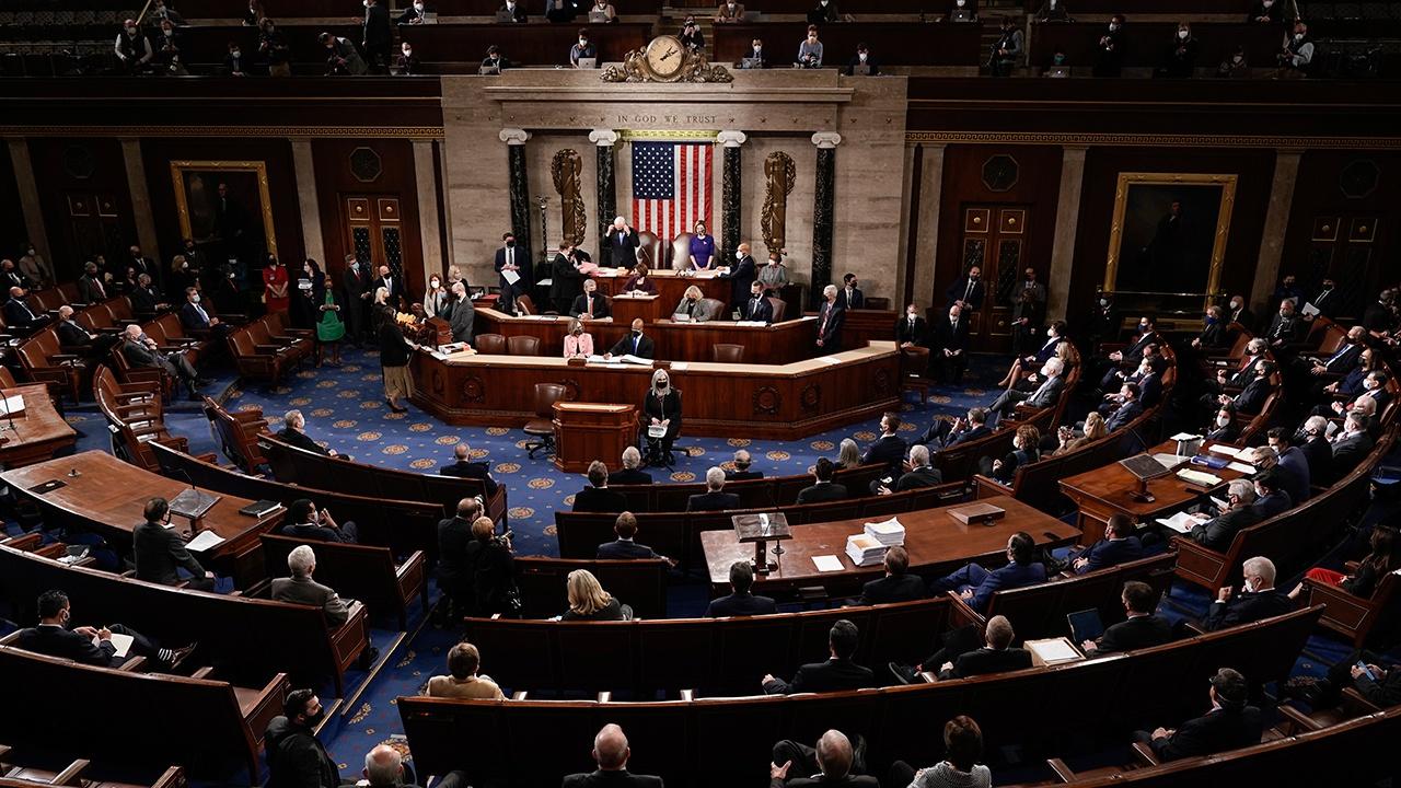 Лидер республиканцев в Сенате еще не принял решения об импичменте Трампа