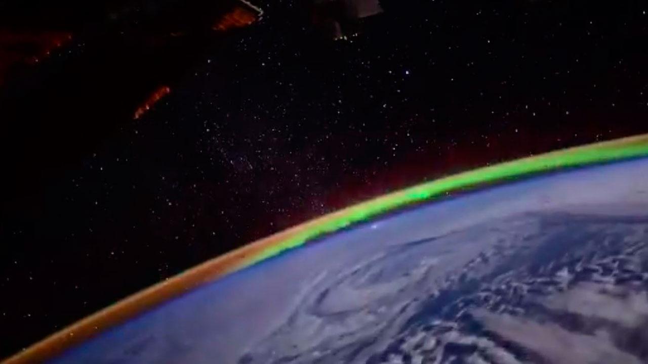 Свет Земли: российский космонавт показал северное сияние из иллюминатора МКС