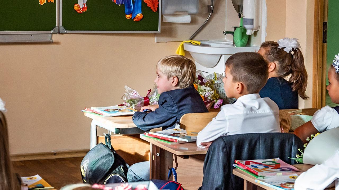 В России объявили о возвращении школьников к обычному формату обучения