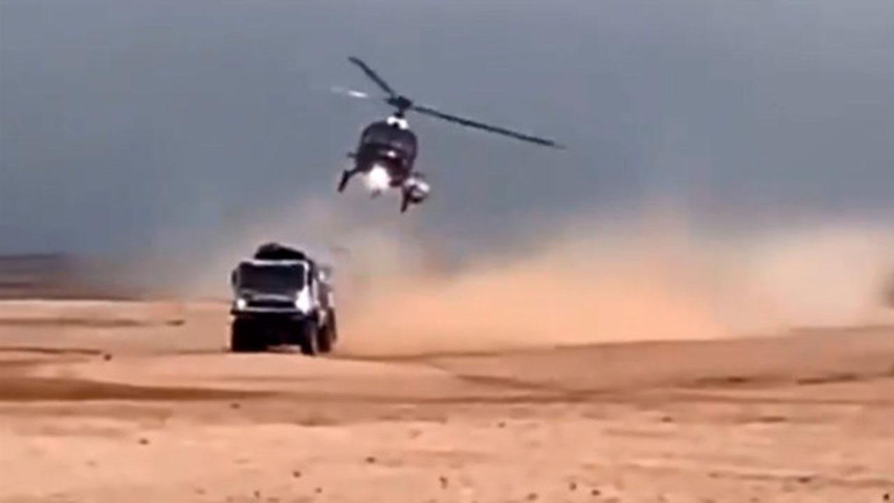 Российский грузовик столкнулся с вертолетом в ходе ралли-рейда «Дакар»: видео