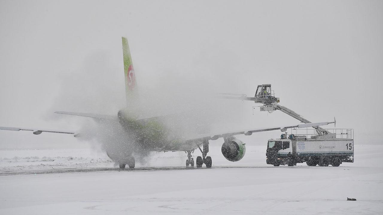 В аэропортах Москвы отменили или задержали 20 рейсов