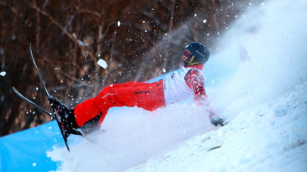 Сборная России победила в командных соревнованиях по лыжной акробатике в Ярославле
