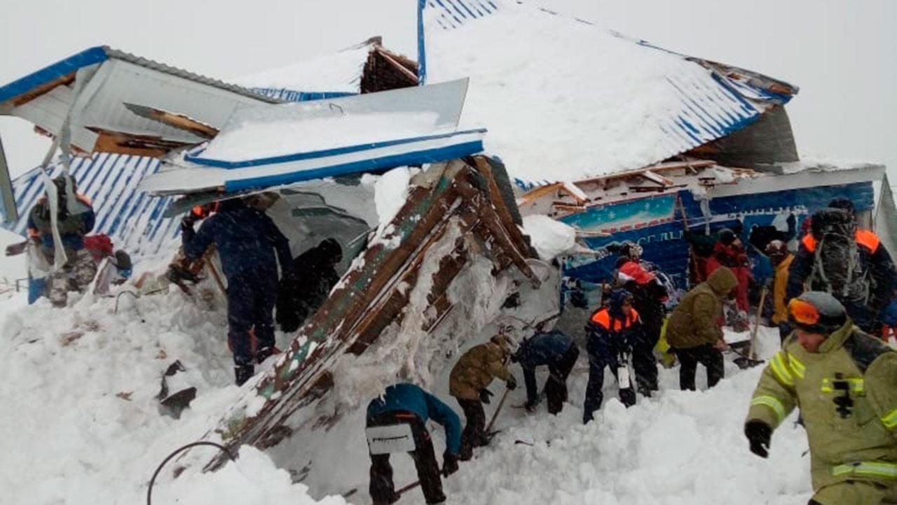 Один человек погиб при сходе лавины в горах Карачаево-Черкесии