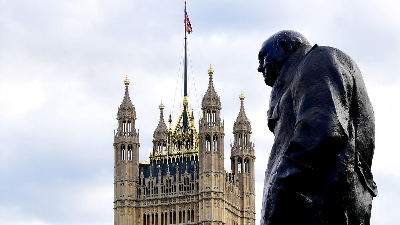 В Великобритании хотят законодательно защитить памятники спорным историческим фигурам
