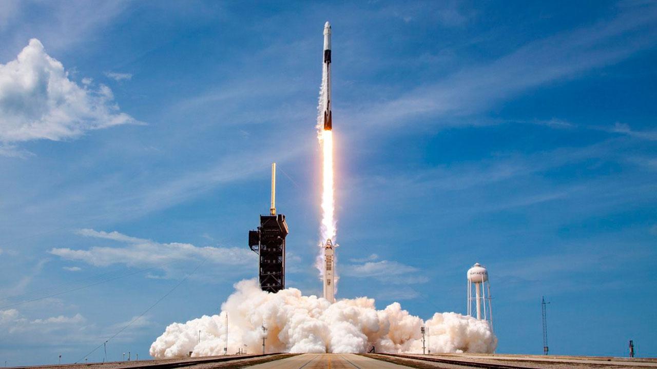 SpaceX запустила первую в 2021 году группу спутников Starlink