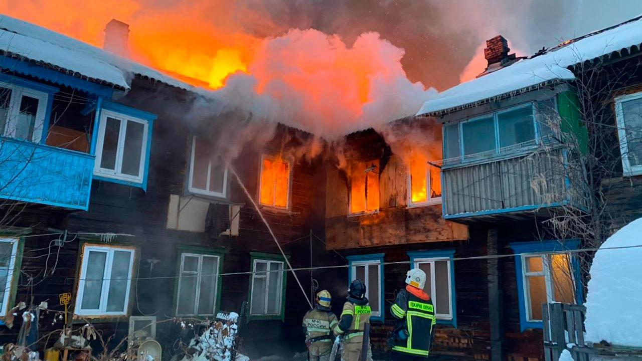 Многоквартирный дом загорелся в Уфе
