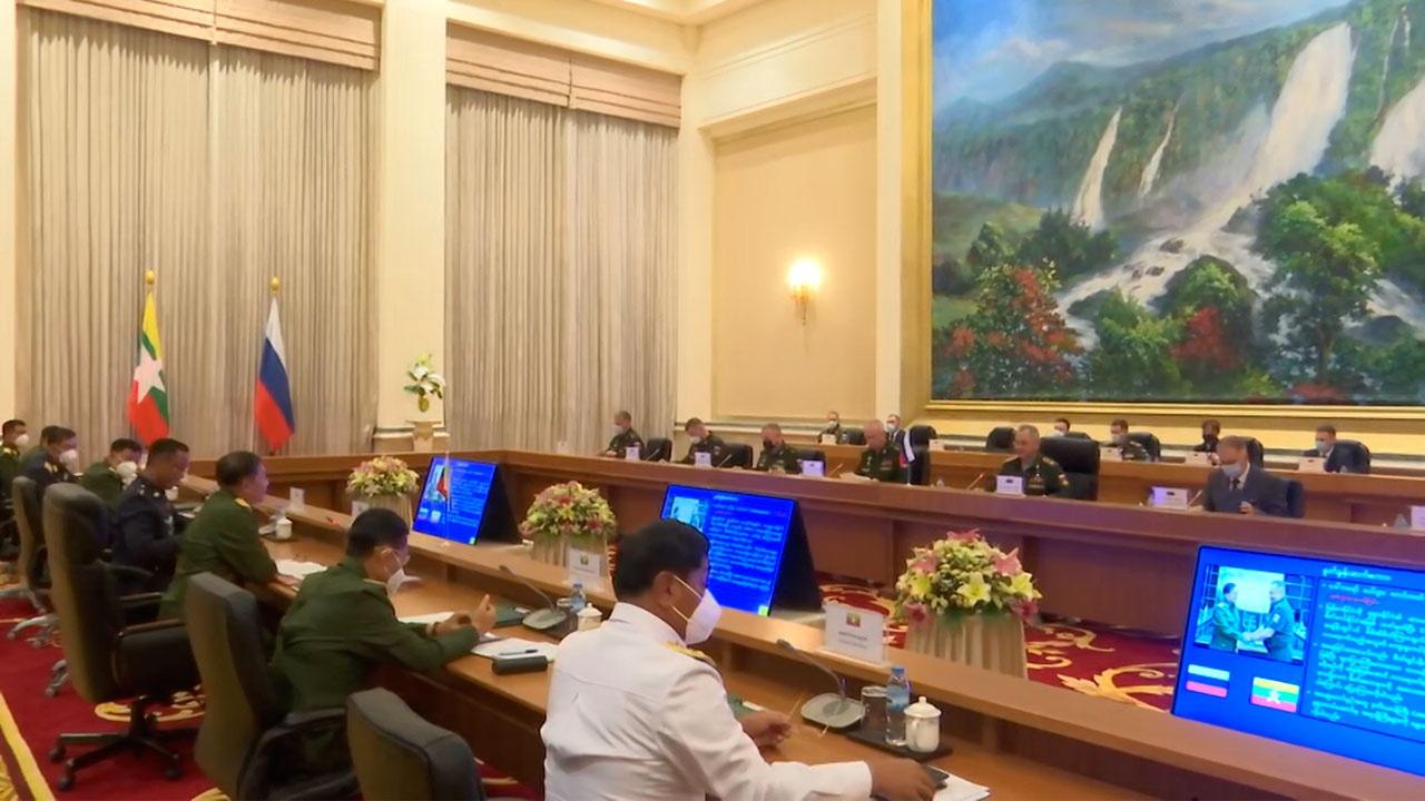 Шойгу поблагодарил главкома ВС Мьянмы за помощь в эвакуации россиян в пандемию