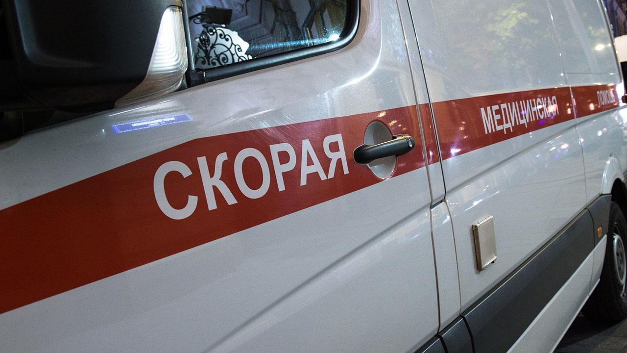 В Саратове из-за падения льда с крыши дома погиб школьник