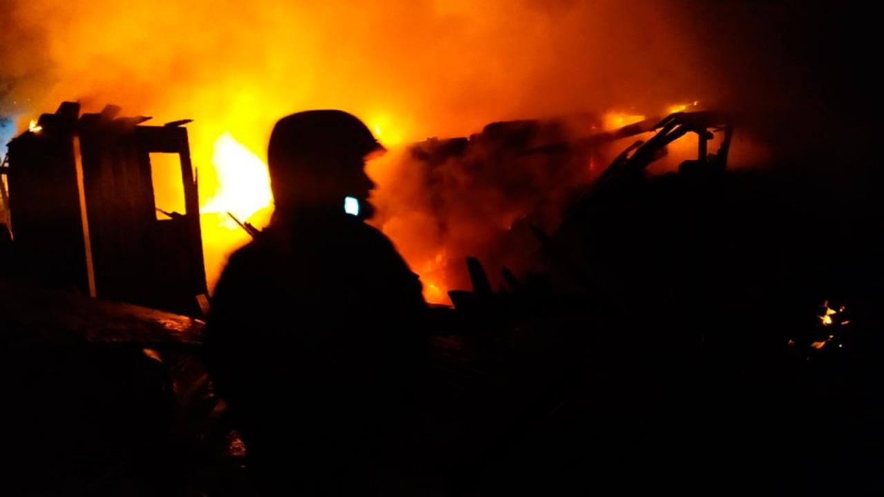 Власти Сахалина рассказали о состоянии выживших при пожаре в частном доме