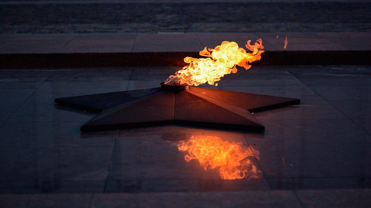 На Ямале из-за аномальных морозов потушили вечный огонь