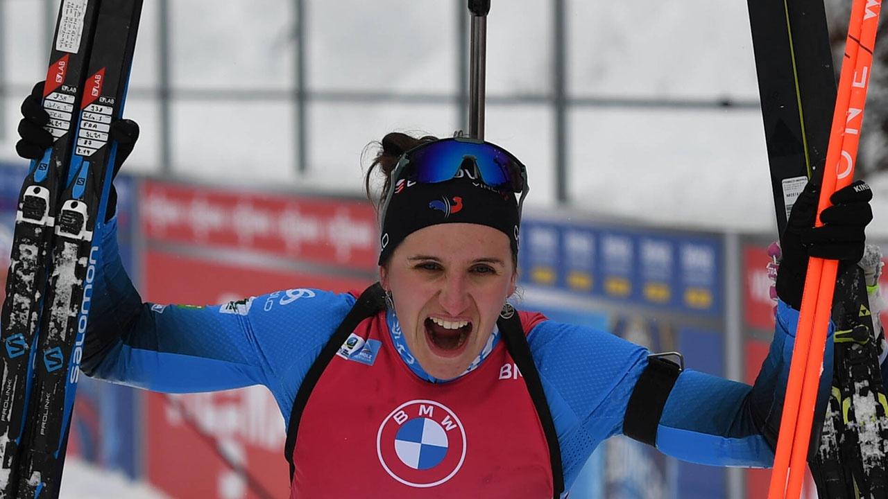 Биатлонистка Симон выиграла масс-старт на этапе Кубка мира в Италии