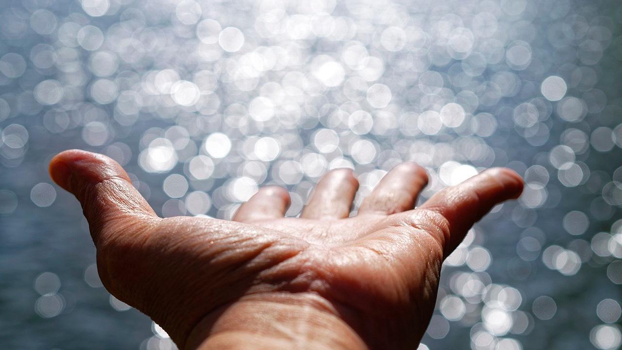 Красные руки назвали симптомом смертельно опасной болезни